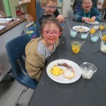 SES Students who met their AR Goals Enjoying Cookies Picture 29